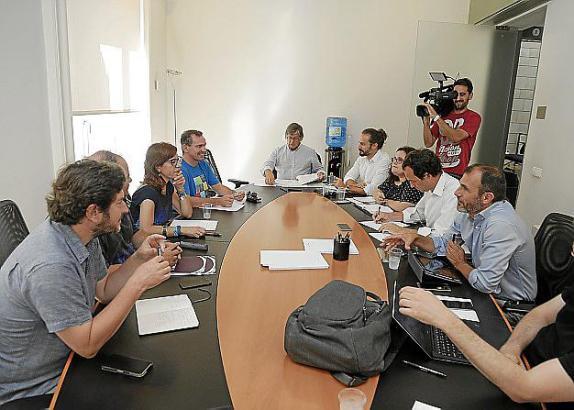 Am vergangenen Freitag kamen die Vertrerter der drei Parteien des Linksbündnisses zusammen, um einen Ausweg aus der verfahrenen