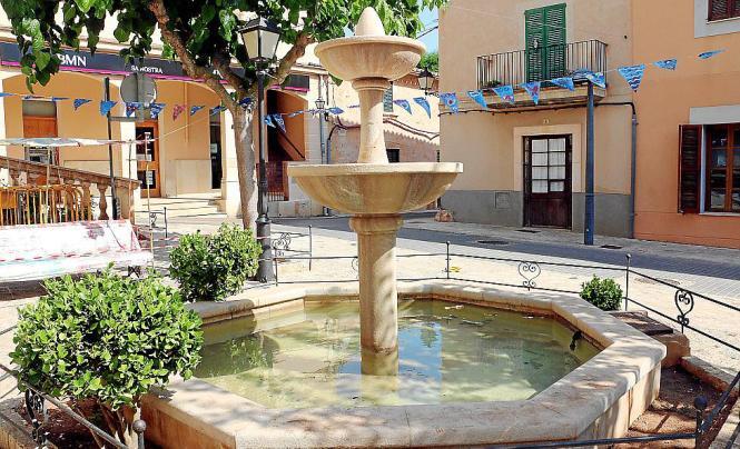 Ein Brunnen im Ortskern von Santa Eugènia
