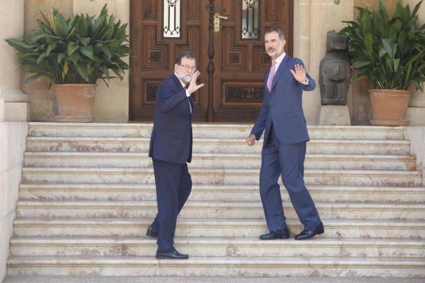 Verspätet, aber guter Dinge: Spaniens Ministerpräsident Rajoy (li.).
