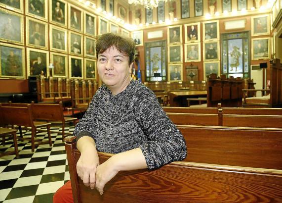Palmas Stadträtin Susanna Moll traut Liebende im Sitzungssaal des Rathauses