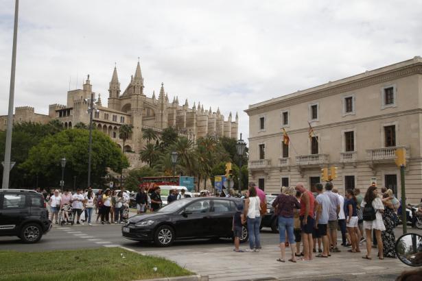 Auch in Palma schieben sich an manchen Tagen die Massen durch die Straßen. So sah es am Donnerstag aus.