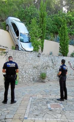 Der Wagen stürzte auf der Ma-1031, zwischen Andratx und Capdellà die Mauer hinunter