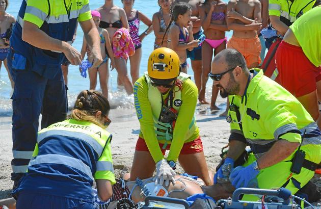 Bei Übungen wie hier an der Playa de Muro trainieren Mallorcas Rettungsschwimmer für den Ernstfall.
