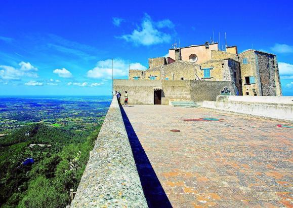 Durch den September 2018 begleitet den Mallorca-Liebhaber im MM-Kalender dieses Bild vom Santuari de Sant Salvador.