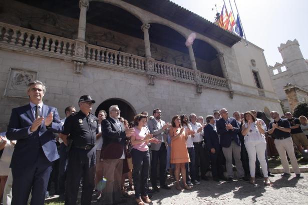 Vor dem Consolat de Mar wurde der Opfer gedacht.