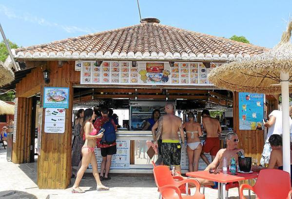Die Strandbude versorgt die Badegäste bereits seit 50 Jahren mit Speisen und Getränken.