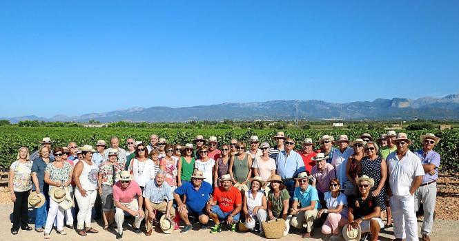 Freunde der Bodega und Erntehelfer bei der Weinlese