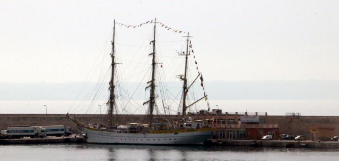 """Die """"Mircea"""" bleibt mehrere Tage im Hafen von Palma."""