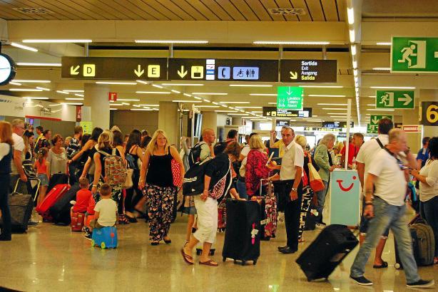 Sommerlicher Hochbetrieb am Flughafen von Palma.