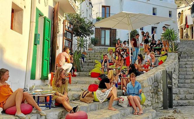 Die Altstadt von Ibiza lädt zum Flanieren und Verweilen ein.