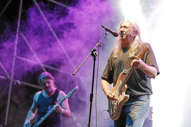 Der Rockero Rosendo (r.) wurde von Altkönig Juan Carlos für seine Verdienste in der Kunst ausgezeichnet.