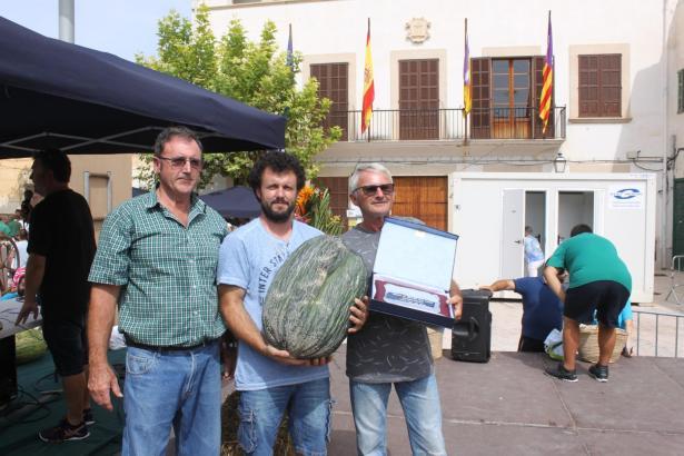 Sebastià Jaume und Bernat Andreu mit ihrer Siegermelone.