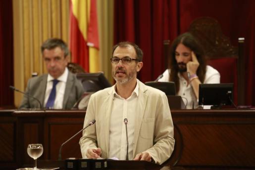 Der balearische Tourismusminister Biel Barceló am Montag im Balearen-Parlament.