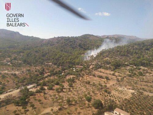 Deutlich war der Rauch des Feuer in den Bergen zu erkennen.