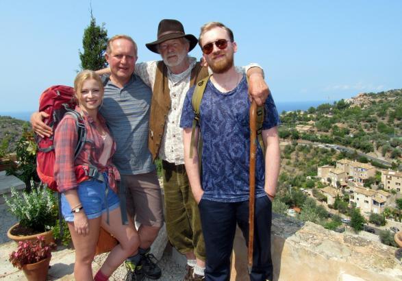 Sie stehen auf Mallorca vor der Kamera: Jennifer Ulrich, Harald Krassnitzer, Michael Gwisdek und Tino Mewes (v.l.n.r.).