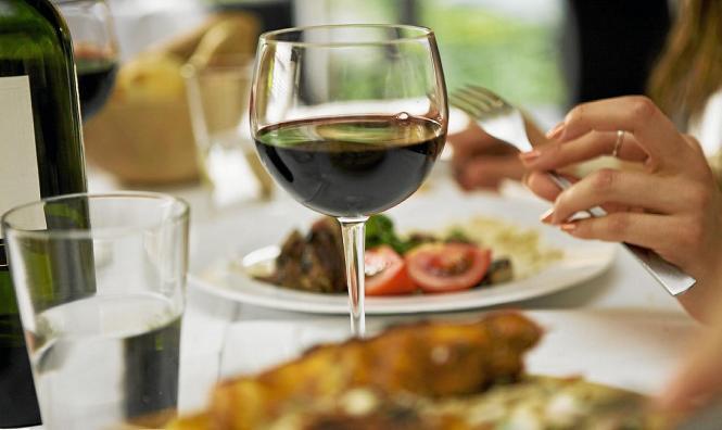 Hochwertige Inselweine gibt es passend zu jedem Essen.