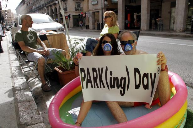 Anstatt Autos nutzen Anwohner die Parkflächen