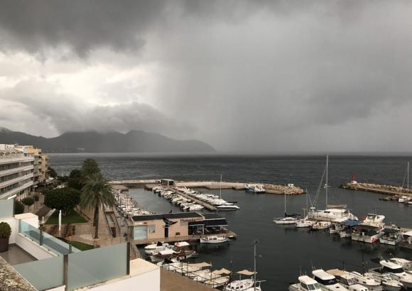 Am Samstag kann es auf Mallorca teils stark regnen.