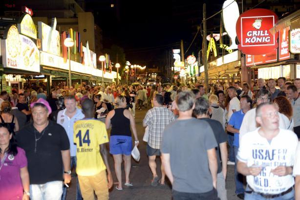Die Schinkenstraße übt seit Jahren eine hohe Anziehungskraft auf deutsche Urlauber aus, die feiern wollen. Und natürlich fließt