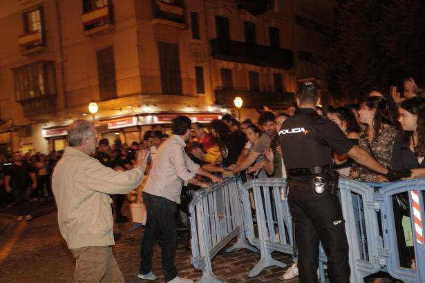 Auf dem Rathausplatz von Palma demonstrierten am Sonntag 3000 Menschen.