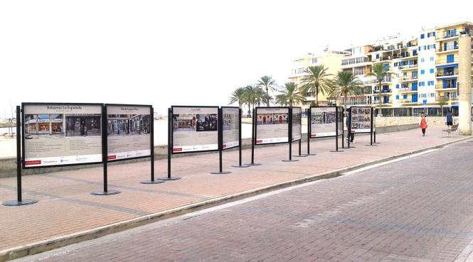 Die Ausstellung befindet sich direkt am Strand.