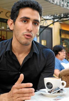 Aeham Ahmad in der vergangenen Woche während des Interviews in einem Café in Palmas Altstadt.