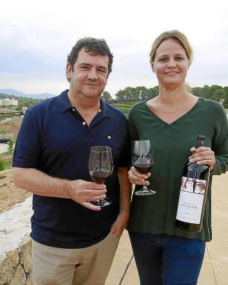 Juan Luis Pérez de Eulate von der Vinoteca und Önologin Marie Barbé.