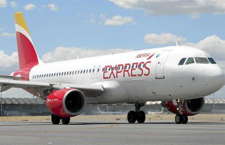 Dank des Residentenrabatts sind Flüge aufs spanische Festland oder auf die Nachbarinseln - zum Beispiel mit Iberia Express - oft
