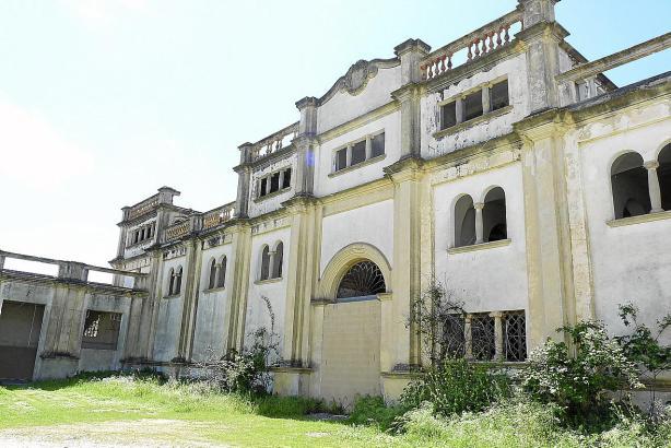 Das verfallene Anwesen steht seit 2001 unter Denkmalschutz.