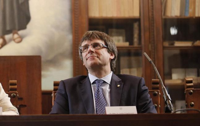 Regionalregierungschef Puigdemont fordert weiter Dialogbereitschaft von Madrid.