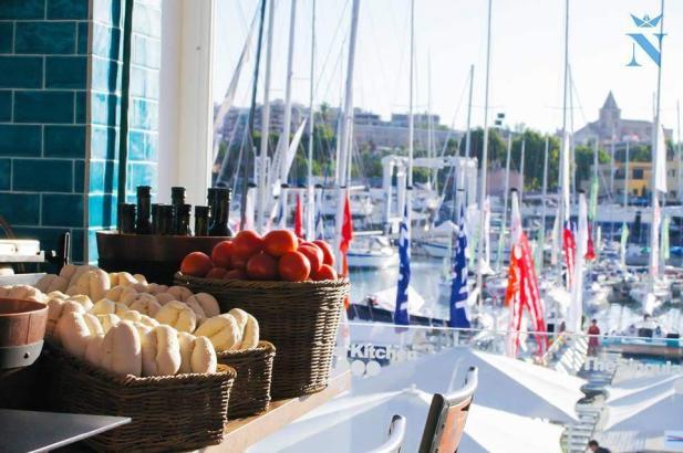 Tapas, Steaks und typisch mallorquinische Gerichte in cooler Hafen-Atmosphäre.