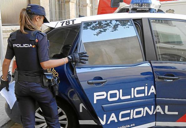 Der Festgenommene auf dem Weg zur richterlichen Anhörung in Palma.