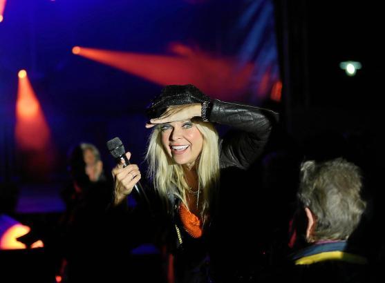 """Nathalie Kollo präsentiert diesmal bei """"Music & Talk"""" ihre neue Single """"Love You Again""""."""