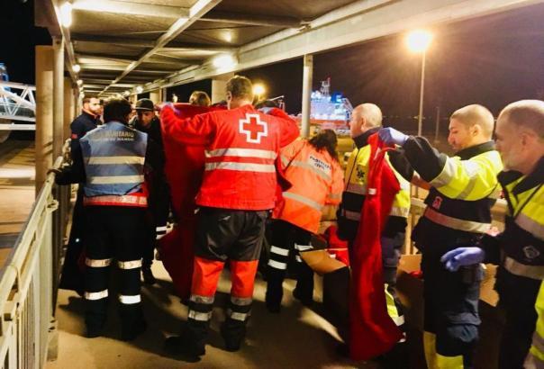 Rettungskräfte auf Mallorca kümmerten sich um die Passagiere.