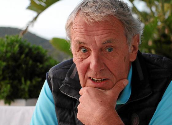 Jörg Wontorra während des MM-Interviews auf der Terrasse des Restaurants Campino in Camp de Mar.