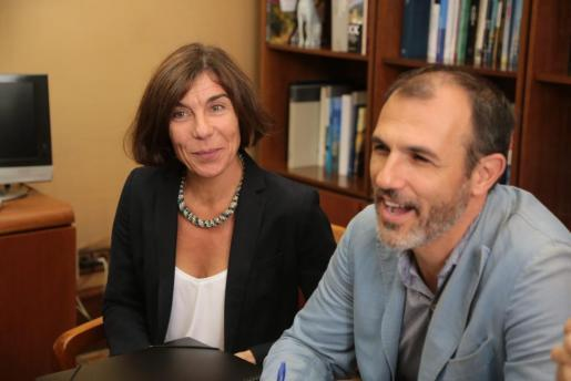 Das Archivfoto zeigt die Generaldirektorin für Tourismus, Pilar Carbonell (l.) gemeinsam mit dem balearischen Tourismusminister