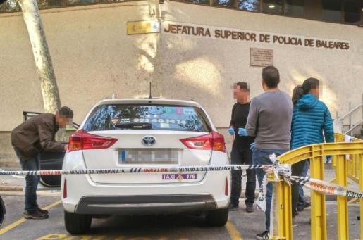 Das Taxi wurde zum Hauptsitz der spanischen Nationalpolizei befördert und dort nach Spuren des Täters untersucht.