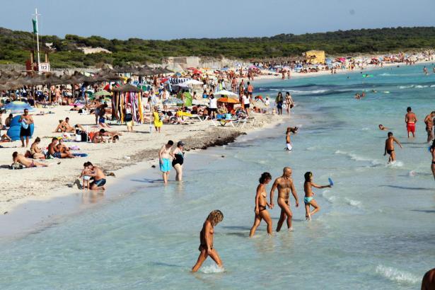Auch unter den Badegästen waren Millionen von Bundesbürgern zu finden.