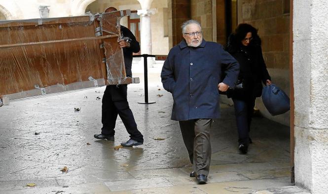 Der eheamlige Bauderzent von Andratx, Jaume Massot, biem Verlassen des Gerichtssaals. Er hat bereits sieben Jahre Haft abgesesse