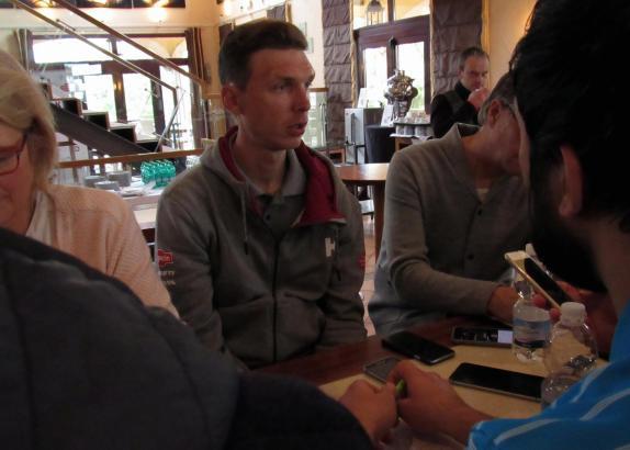 Da war die Welt noch in Ordnung. Tony Martin am Wochenende im Robinson-Club Cala Serena beim Smalltalk mit Journalisten.