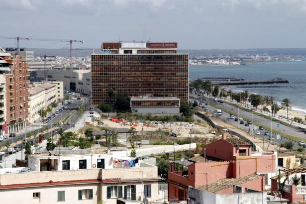Ein Archivbild des alten Gesa-Gebäudes. Der Kongresspalast dahinter war zu diesem Zeitpunkt noch im Bau.