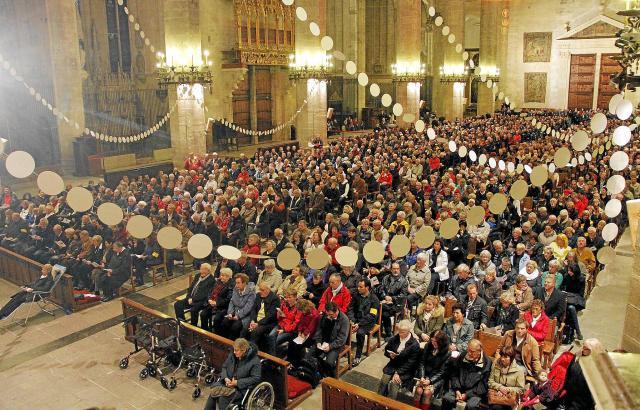 An Weihnachten strömen auch die deutschen Residenten in die Kathedrale.