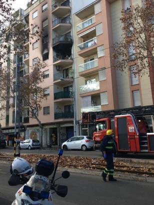 Der Brand brach in einem mehrstöckigen Wohnhaus aus.