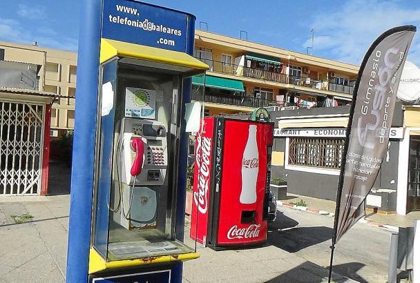 Solche Telefonsäulen verschwinden aus dem Bild vieler Orte auf Mallorca.