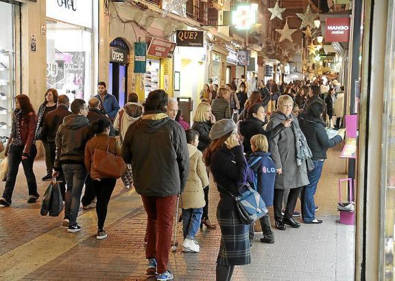Touristen und Einheimische kurbeln die Wirtschaft an.