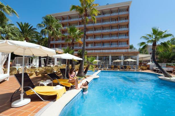Mit Alltours kann man unter anderem in den konzerneigenen Allsun-Hotels Urlaub machen – zum Beispiel im Cormoran in Peguera.