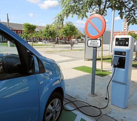 Die ausreichende Abdeckung mit Strom-Tankstellen ist noch ein Problem für Besitzer von E-Autos auf Mallorca.