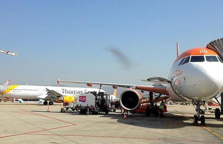 Flugzeuge auf dem Flughafen von Son Sant Joan.