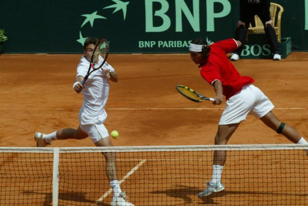 Davis Cup 2004: Spanien gegen die Niederlande in der Stierkampfarena von Palma. Rafael Nadal (r.) trat damals nur im Doppel an (