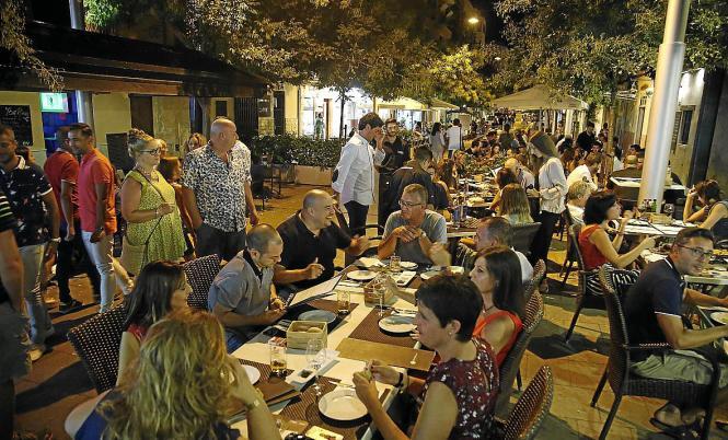 Gilt als eine der für Fußgänger zu engen Straßen: Die Calle Fábrica im Santa Catalina-Viertel.